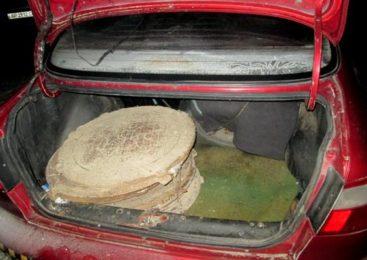 В Запорожье поймали вора с 10 канализационными люками