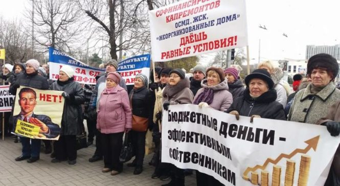 Покупка спецтехники, переименование улицы и не потраченные на ремонты деньги для ОСМД: какие решения приняли на сессии запорожские депутаты