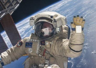 Астронавт показал видео снятое в открытом космосе