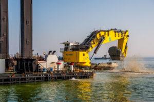 Бельгийская компания начала работы по углублению дна в порту «Южный»