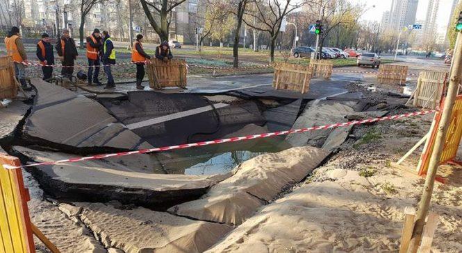 Коммунальный апокалипсис в Киеве: бульвар залило кипятком
