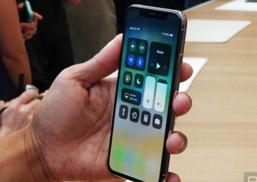 У владельцев iPhone X новая проблема: облазит краска