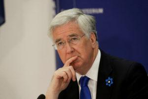 Министр обороны Великобритании подал в отставку из-за секс-скандала
