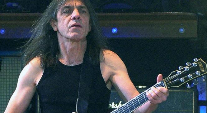 Умер один из основателей AC/DC