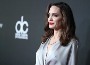 Джоли показалась на публике с ужасно худыми ногами