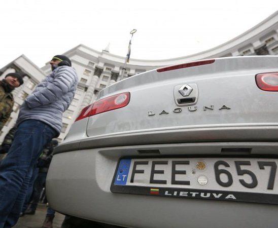 Кабмин согласился легализировать автомобили на европейских номерах