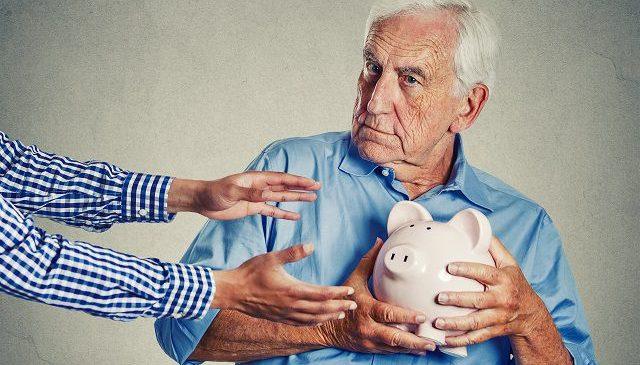 Экс-регионалы захотели через Конституционный суд отменить повышение пенсий
