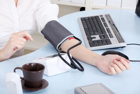 Медики установили новый «золотой стандарт» безопасного значения кровяного давления