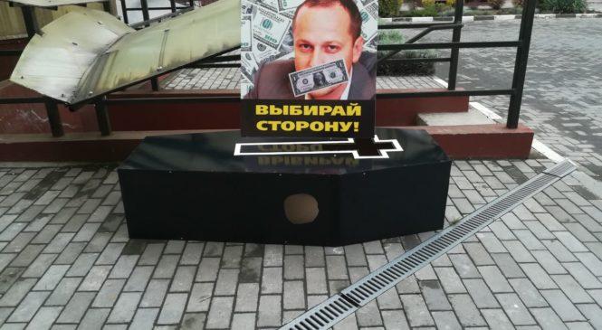 Совладельцу «IPNews» под подъезд дома прислали гроб с предложением «выбрать сторону»