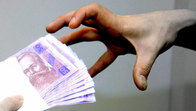 У Запоріжжі затримали зловмисників, які вимагали у підприємця майже мільйон гривень (фото)