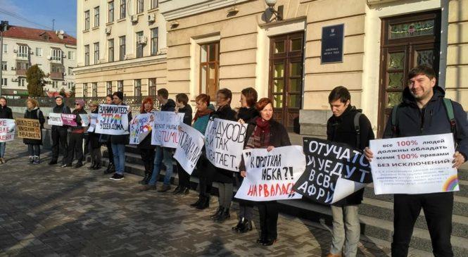 Возле Запорожской мэрии прошла акция посвященная Дню прав человека ООН