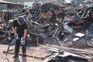 В Запорожской области незаконно принимали тонны металлолома