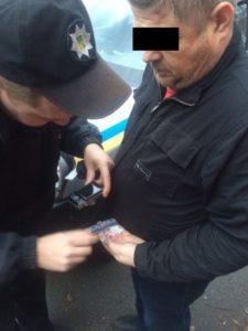 В Запорожье возле здания СБУ продают наркотики