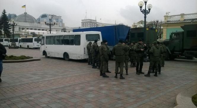 В Киеве отряды Нацгвардии стягивают свои грузовики