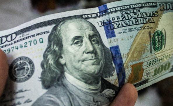 Межбанк закрылся долларом по 28,11