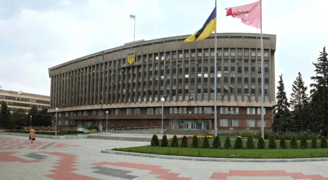 Педагоги, «гробовщик» и акушер-гинеколог: кого Запорожский облсовет поставил «рулить» коммунальщиками