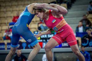 В Запорожье лучшие спортсмены соревнуются за Кубок Украины по греко-римской борьбе