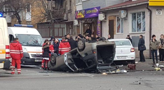 В Запорожье произошло ДТП — машина перевернулась