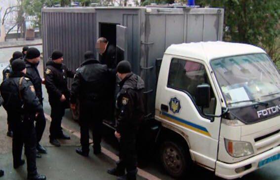 Суд арестовал банду лжеполицейских, задержанных запорожскими силовиками
