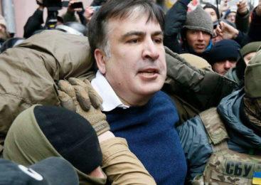 Взяли в кольцо. Появилось видео задержания Саакашвили на крыше дома