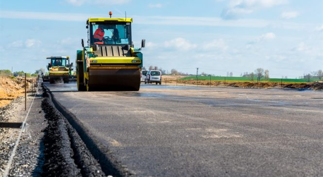Гройсман: В Украине на дороги выделят 47 млрд грн
