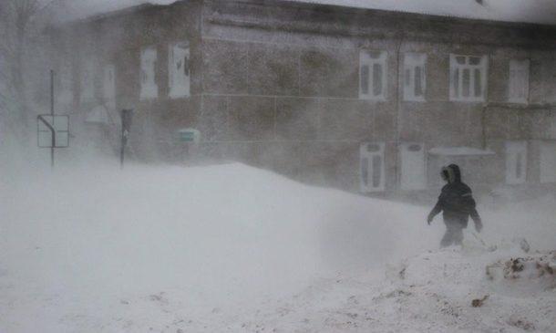 В России пенсионерку сдуло ветром с балкона