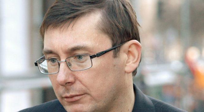 Луценко жалуется на сильное давление из-за конфликта с НАБУ