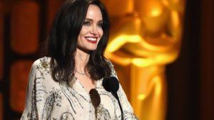 Джоли ела змей на съемках нового фильма