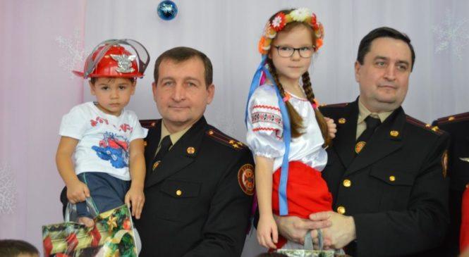 Запорожские спасатели поздравили воспитанников специального детсадика «Вербочки» с Днем Святого Николая