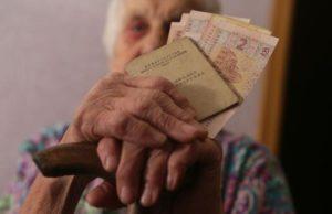 Меньше 100$. Стал известен размер средней пенсии в Украине