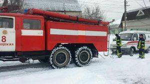 В Запорожье спасатели вытащили две кареты скорой помощи, застрявшие из-за непогоды