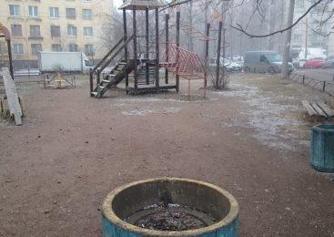 «Под крылом» города: В Запорожье около трех десятков детских площадок без владельцев