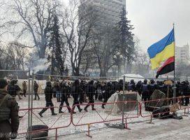 Протесты под Радой: активисты подрались с полицией