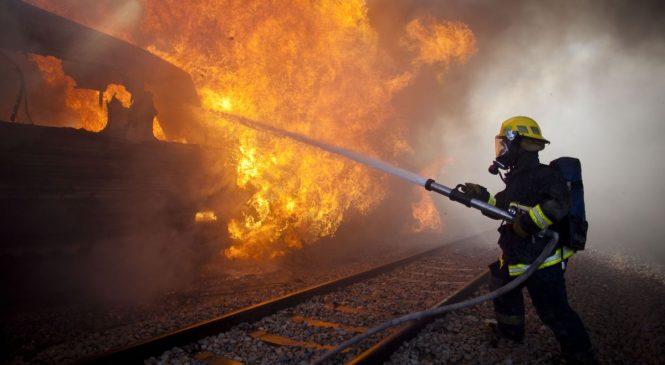 В Запорожской области 12 пожарных тушили пылающую маршрутку и внедорожник, — ФОТО