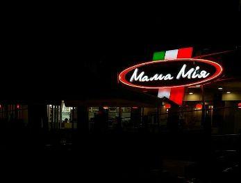 Полиция разыскивает неизвестных, разгромивших популярную в запорожской области пиццерию «Мама Мия»