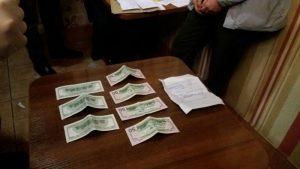 Подробности задержания запорожского таможенника в ТЦ «Украина». Фото