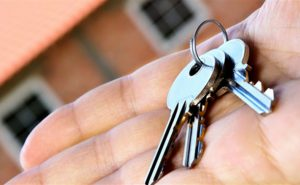 В Запорожье мошенник завладел квартирой психически нездоровой женщины