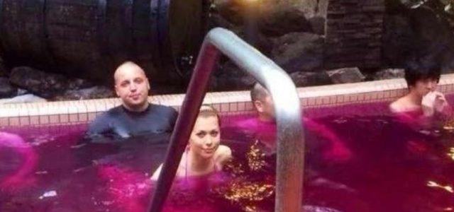 Фотофакт: Сын главы Нацбанка Гонтаревой купается в вине