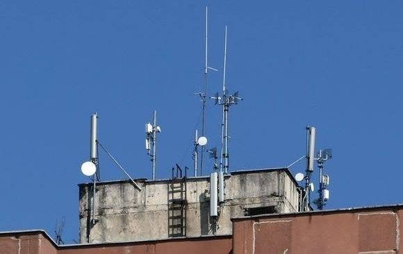В Запорожье мобильный оператор установил свою антенну на крыше за аренду которой не заплатил ни копейки