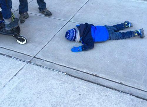 Мальчик впал в отчаяние из-за неправильно подобранного гардероба