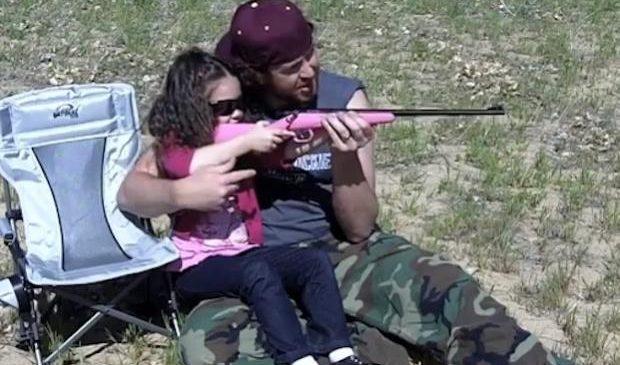 Детей вместо школы учат владению оружием и военной истории