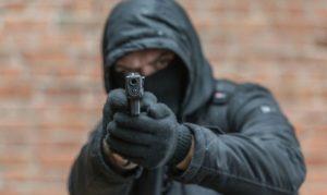 В Запорожье стреляли в бизнесмена: правоохранители готовятся к штурму (подробности)