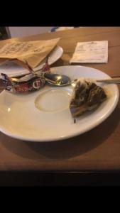 Кафе в Мелитополе угощает посетителей тараканами (ФОТО)