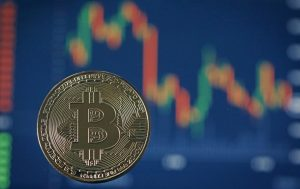 Стоимость биткоина упала на 10%