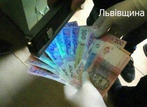 Преступные схемы выдачи паспортов: задержаны два чиновника миграционной службы, — ФОТО