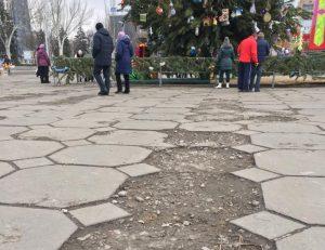Трэш и ужас: в сеть попали фото площади Фестивальной