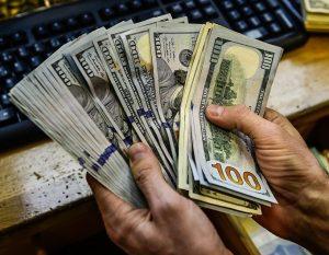 Межбанк: Курс доллара упал до 28,06 гривен/доллар