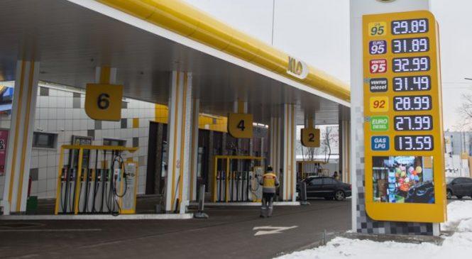 «Заработок на литре — 3 грн». Эксперт рассказал почему бензин в Украине стал дороже доллара