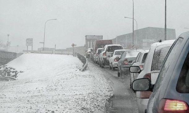 Мощный снегопад в Киеве: город остановился в пробках