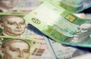 Госстат: средняя зарплата в Украине выросла до 8777 гривен